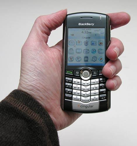 blackberry pearl 8100 smartphone the gadgeteer rh the gadgeteer com BlackBerry Slider BlackBerry Curve 9360