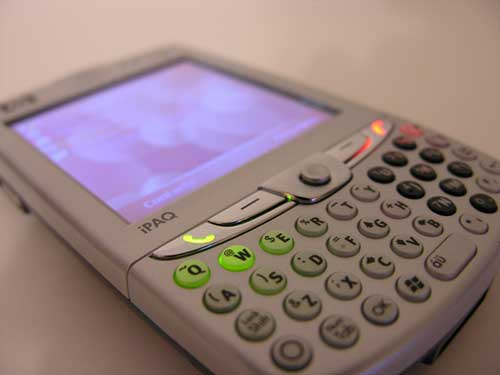 HP iPAQ hw6945 Mobile Messenger – The Gadgeteer
