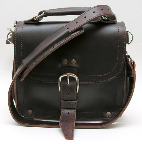 Saddleback Leather Company Explorer s Satchel Review – The Gadgeteer 2ef523ebba270