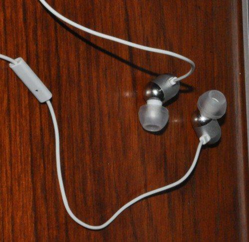 radius-earphones-close-up