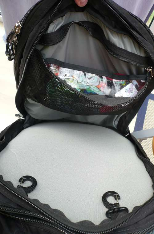 Meta laptop compartment front