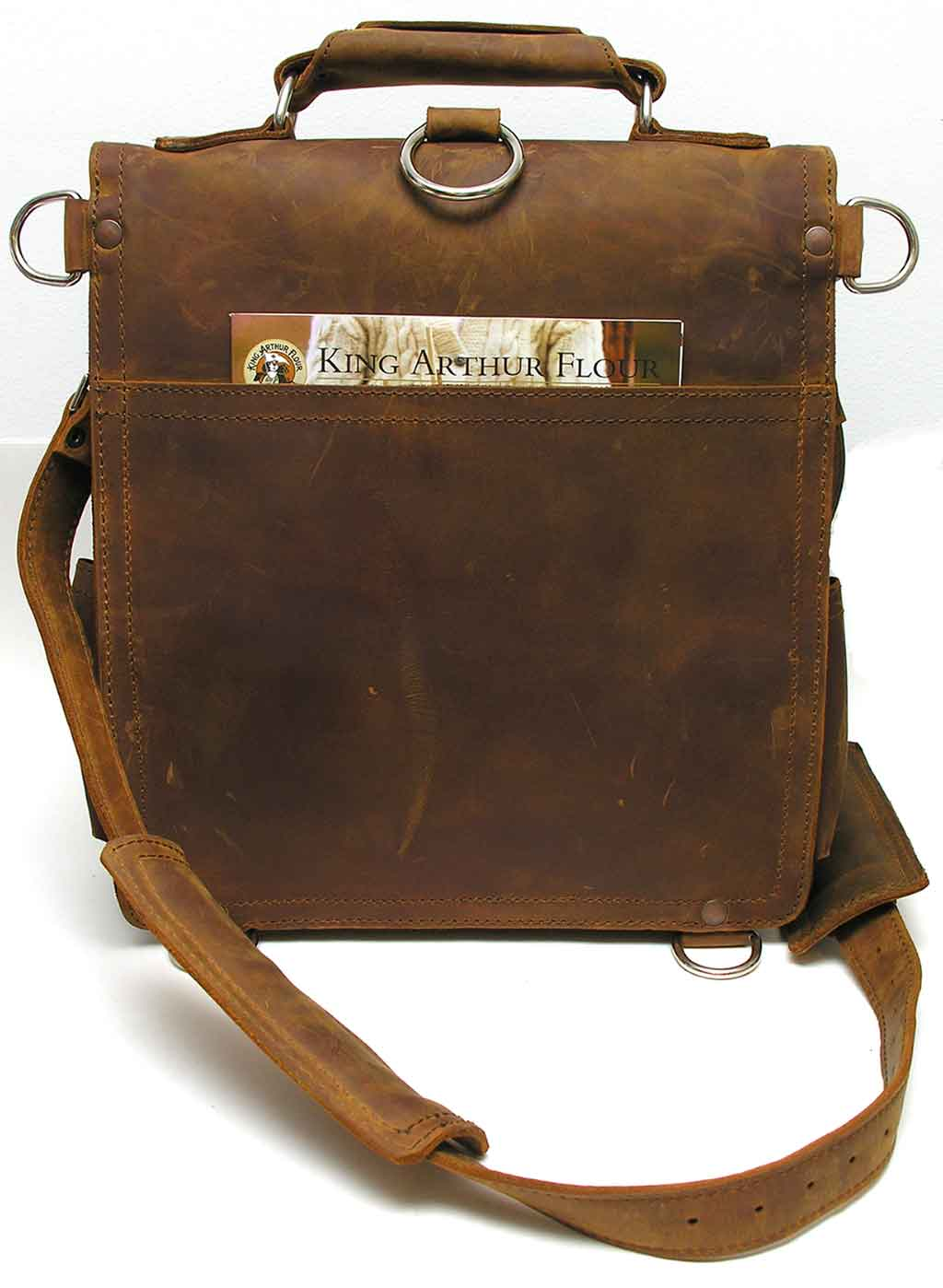 31410116cf Saddleback Leather Company Messenger Bag Review – The Gadgeteer
