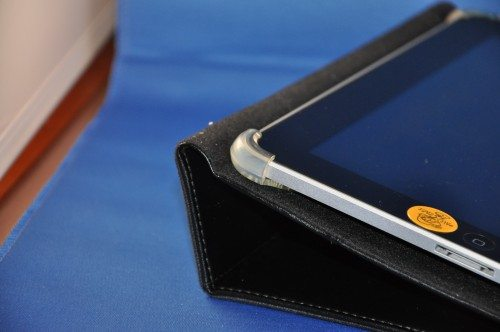 Corner clip with iPad inserted. Notice the hinge is a bit loose. This is how it fits.