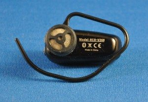 Earpiece screen and reversible earclip.