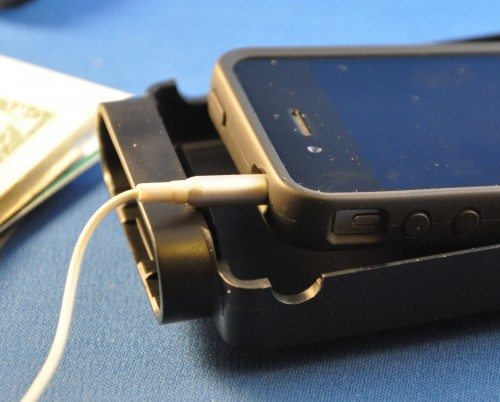 The power or earphone cables may or may not fit into the MobiSafe when inserted.
