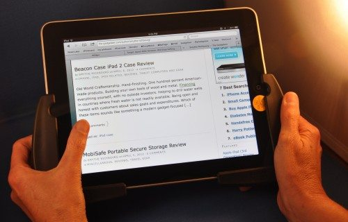 With Comfe Hands, you can hold the iPad and more easily type with your thumbs!