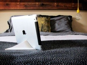 facet-pyramid-ipad-stand