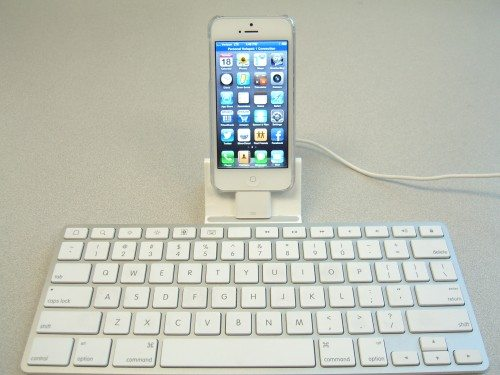 Using an old Apple iPad keyboard dock with your iPhone 5