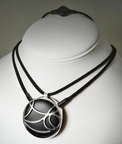 auranova-bluetooth-necklace