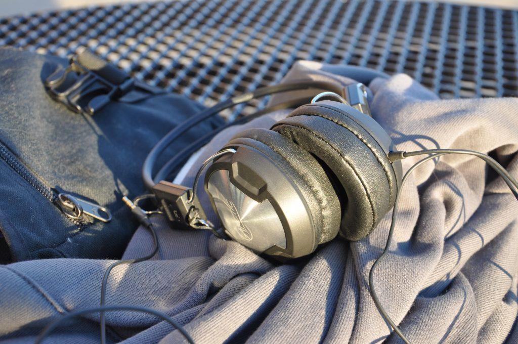 ArcticHeadphones1
