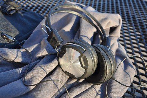 ArcticHeadphones2