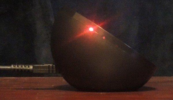 brando_wireless_charger_w_stand-redlight2