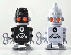 robot-salt-and-pepper-shakers