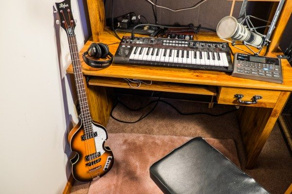 02) Bass, Keyboard and Microphone
