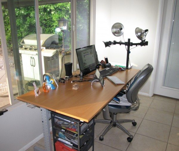 LG desk-1