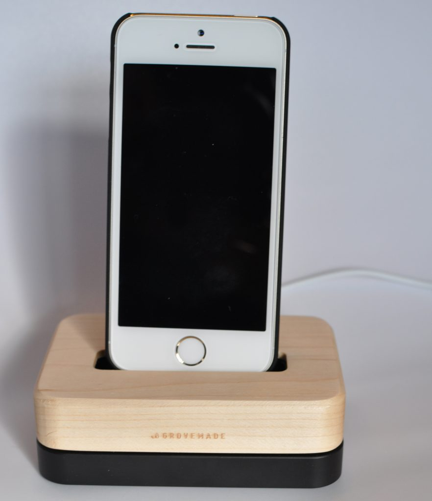 iphone charging dock grovemade iphone charging dock review the gadgeteer 4193