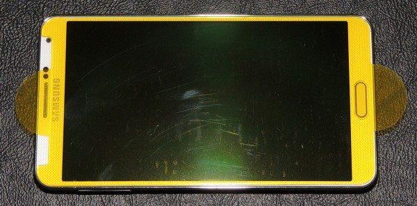 zagg_invisibleshield_glass-placing2