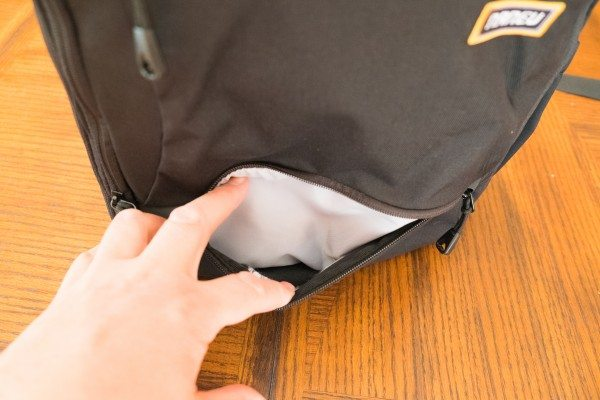 11) Bottom pocket