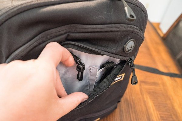 13) middle pocket