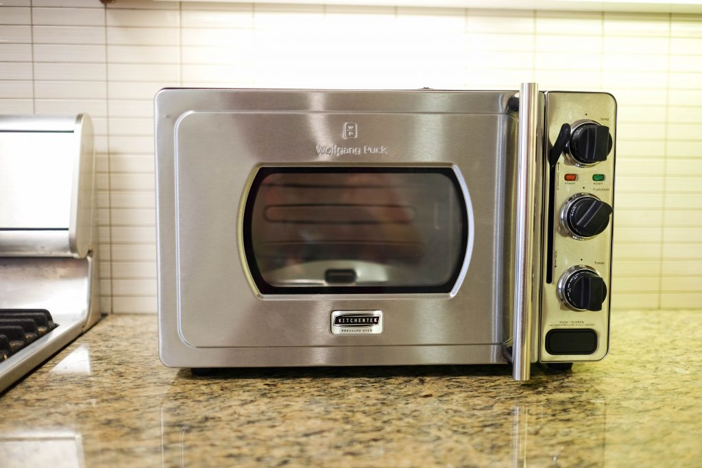 Wolfgang puck pressure oven review the gadgeteer for Wolfgang puck pressure oven