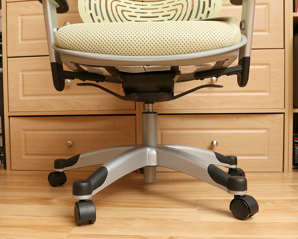 Awesome Despite the price tag the REVV chair only has adjustments Using the levers on the bottom of the seat you can adjust the seat height and the back