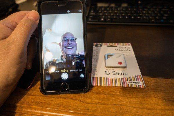 Smile-SelfieRemote-1