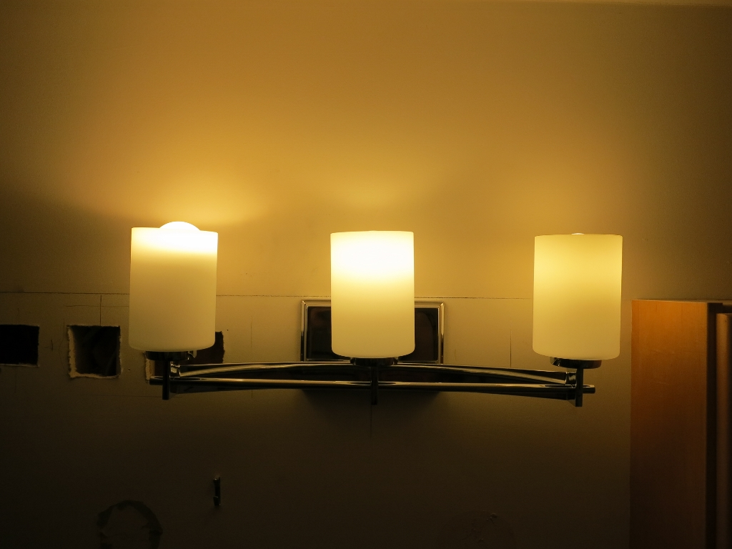 You can see that the ULTRA LED 75 on the left is really still too tall and worse its directional nature only lights up the top inch of the frosted glass. & OSRAM SYLVANIA ULTRA LED bulb review u2013 The Gadgeteer azcodes.com