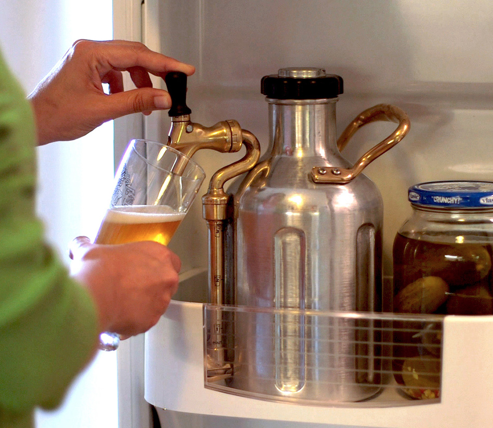 Keep your beer fresh, frosty, and frothy with GrowlerWorks – The Gadgeteer