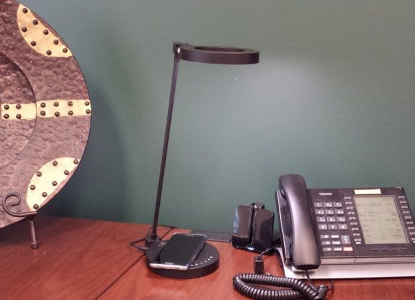 wasserstein-qi-wireless-charging-LED-lamp-1