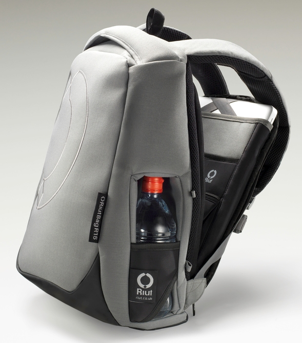 Riutbag The Backwards Backpack The Gadgeteer