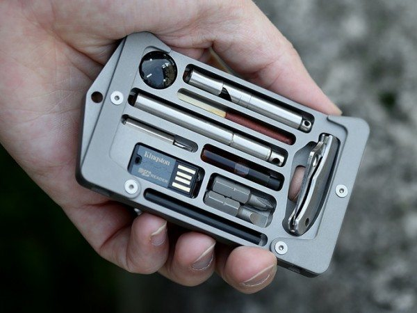 Jackfish Survival credit card holder