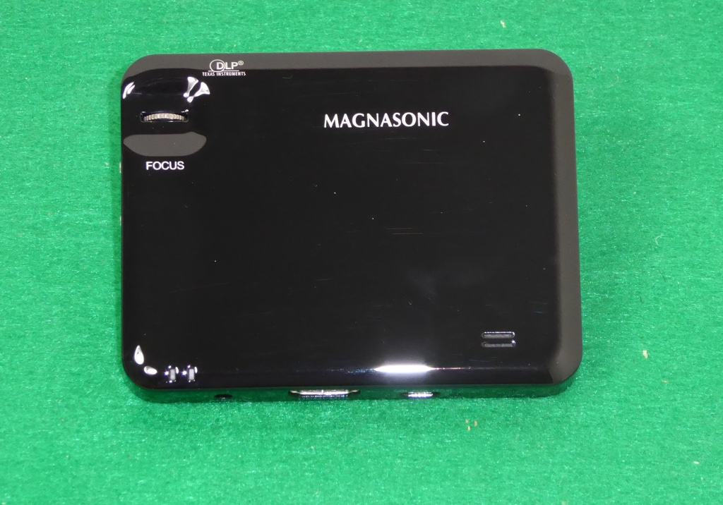 Magnasonic led pocket pico video projector pp60 review for Top pocket projectors 2016