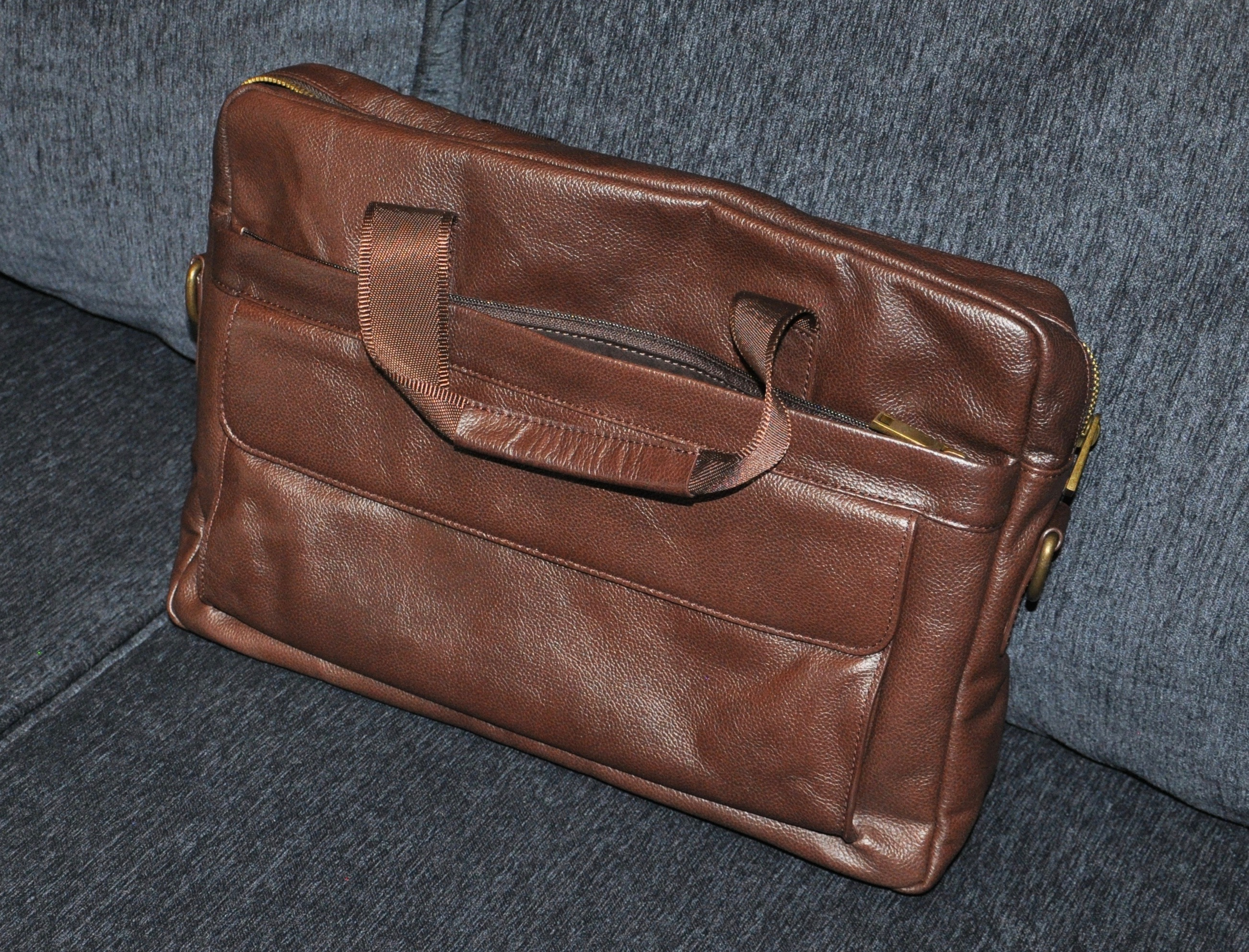 Daniels NYC Leather Briefcase review – The Gadgeteer