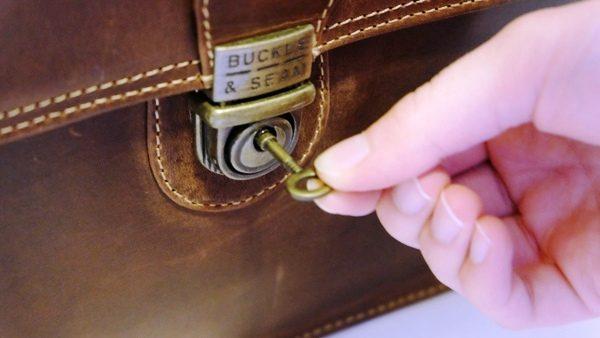 e2547e011879 Buckle   Seam Sierra 15″ Messenger Bag review – The Gadgeteer
