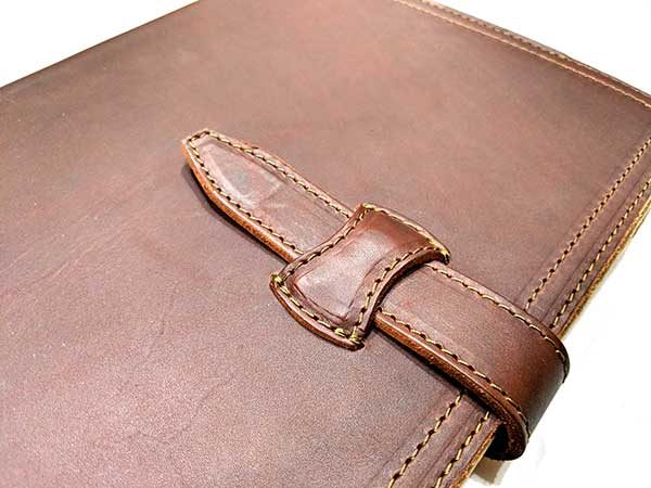- saddleback tablet holder 7 600x450 - Saddleback Leather Company Tablet Notepad Holder review