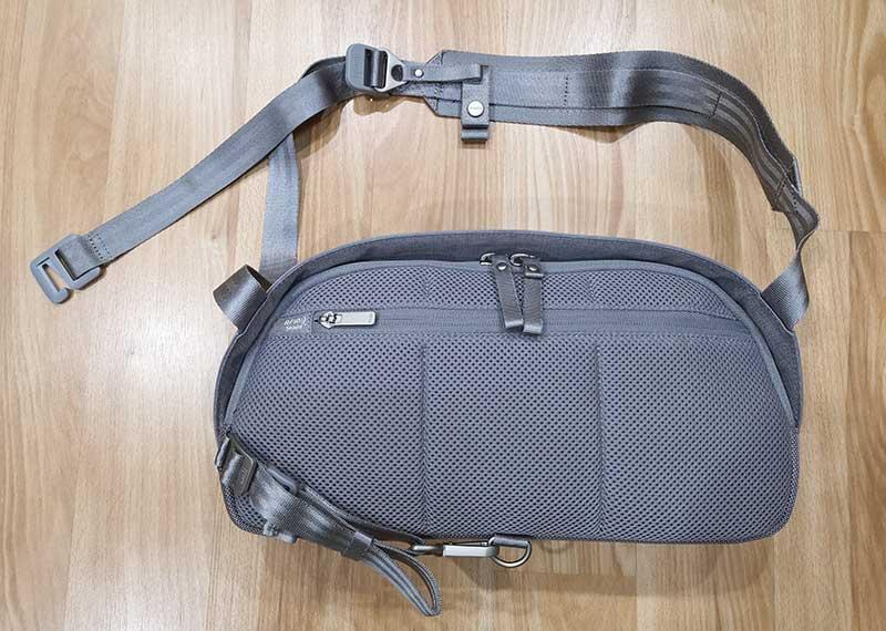 - moshi tego sling 2 - Moshi Tego Slingpack bag review – The Gadgeteer