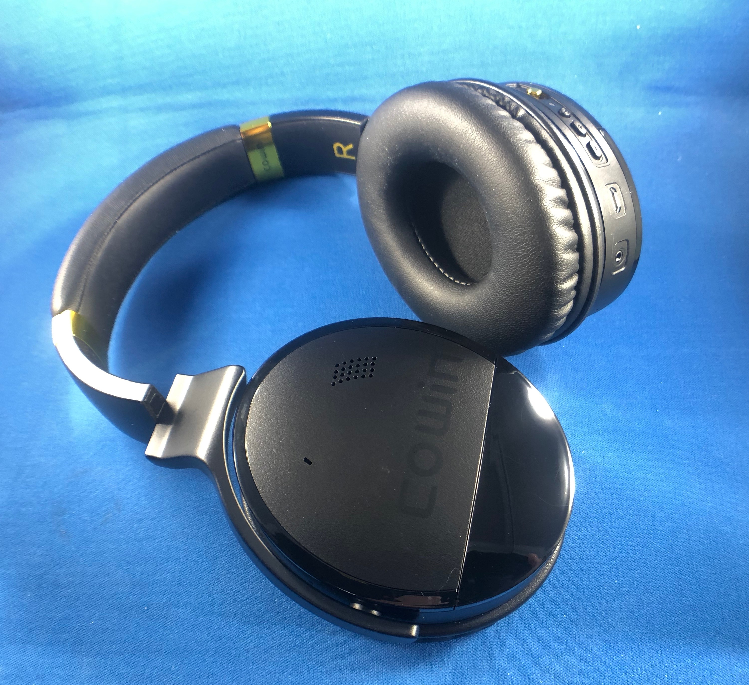 Cowin E8 over-the-ear noise-cancelling headphones review