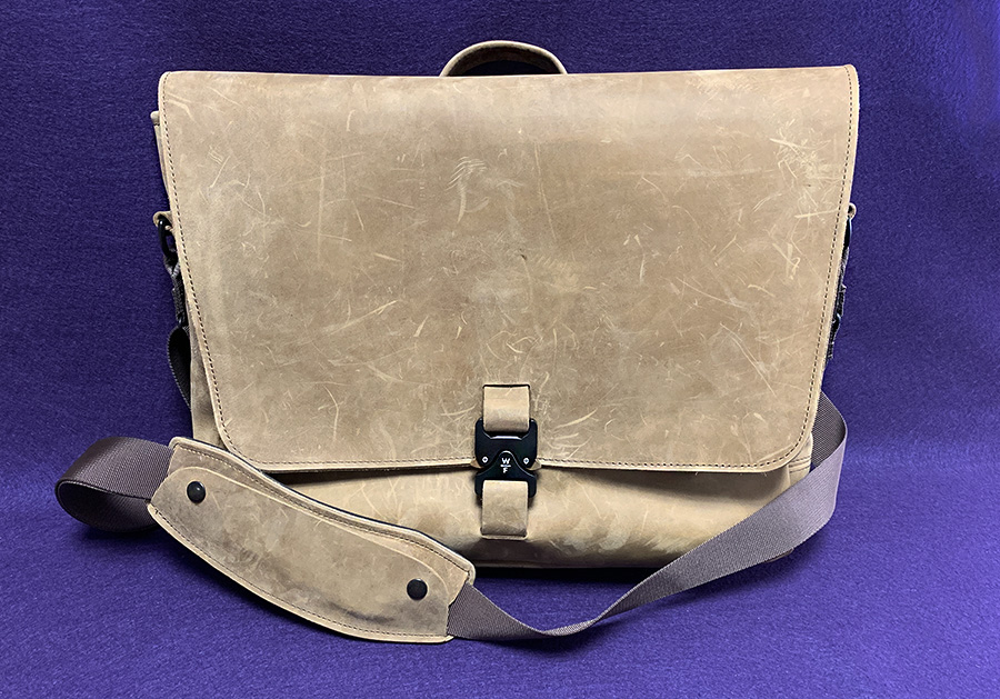 Waterfield Executive Leather Messenger Bag review – The Gadgeteer