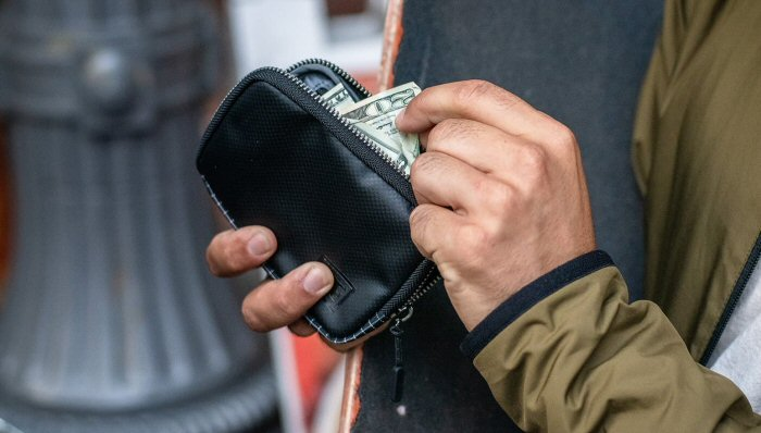 Chrome Industries Zip Wallet is simple, tough, and protective – The Gadgeteer