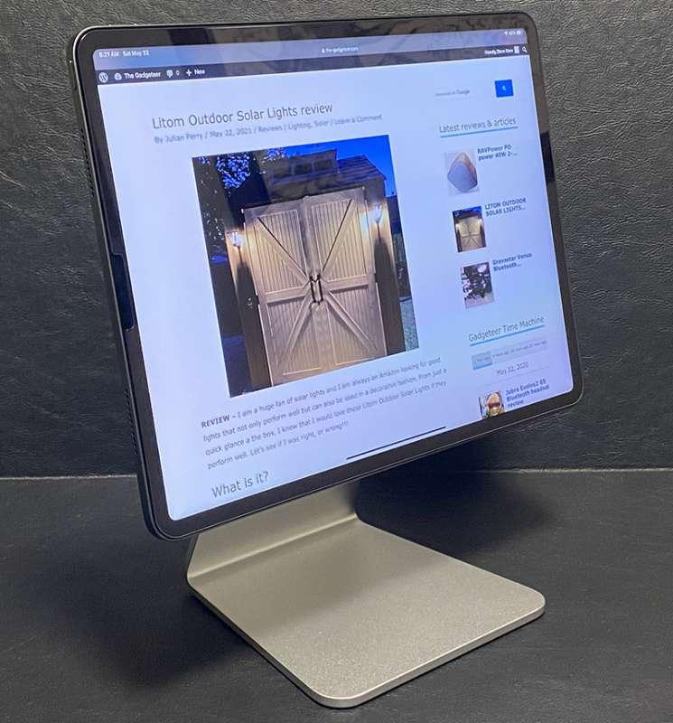 LuluLook magnetic iPad stand